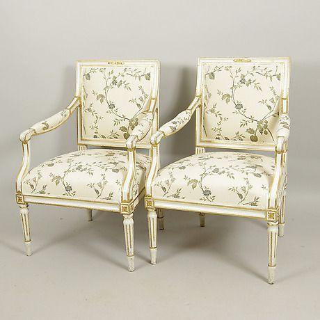 KARMSTOLAR, 1 par, vitmålade, gustavianska. | Furniture