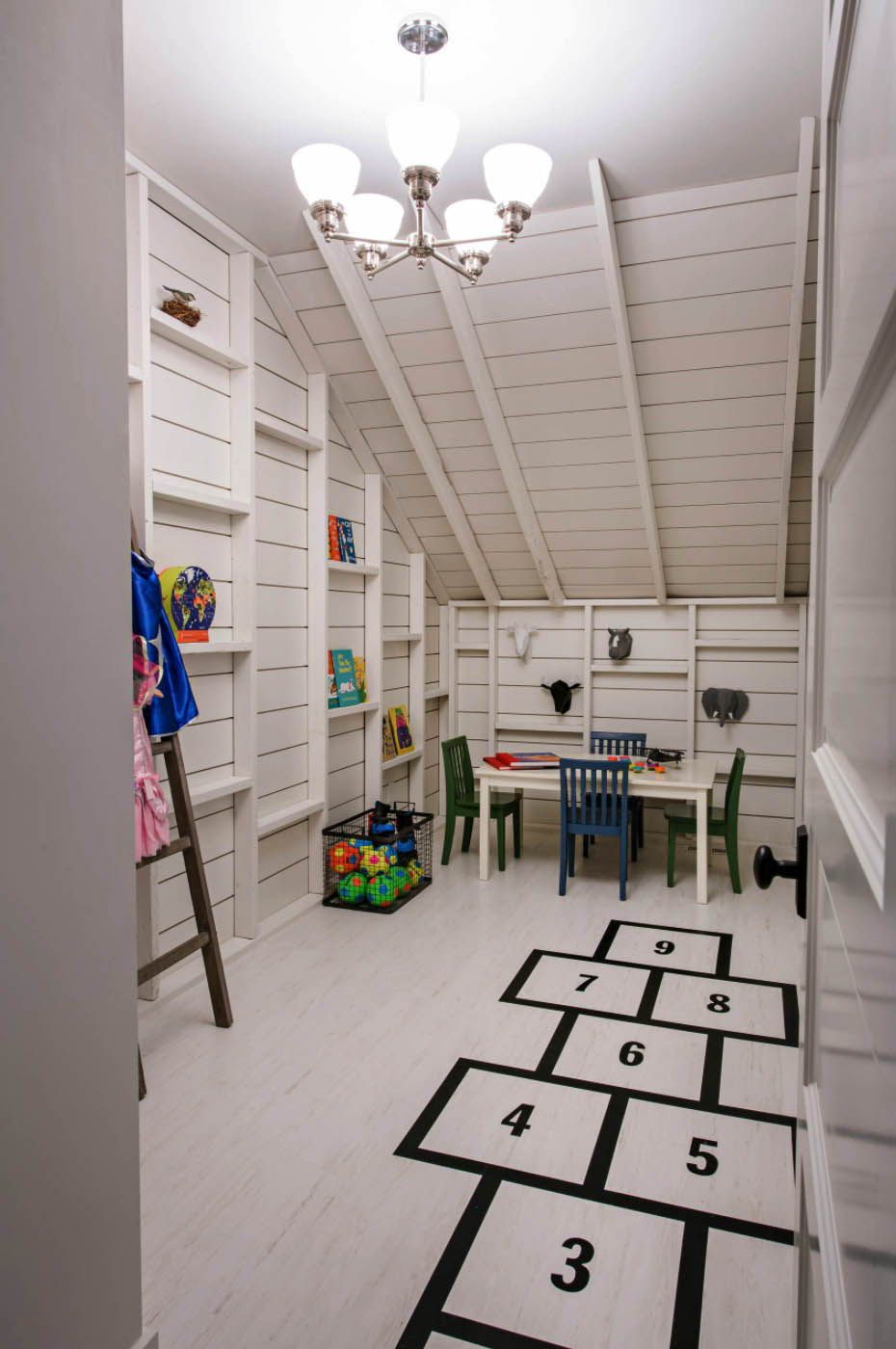 Photo of Cottage taste house showcases drool-worthy interiors in Colorado Springs