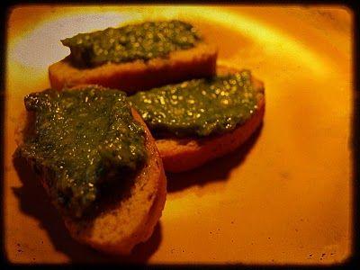 Pesto van Veldkers - net zoals in het recept voor klassieke pesto groene basilicumblaadjes worden gebruikt, vervang je ze hier door veldkers, of waterkers, of akkerkers, … . het scherpe van de groene kers verleent extra dimensie aan je pesto. het proberen waard; je vindt het vast heerlijk!
