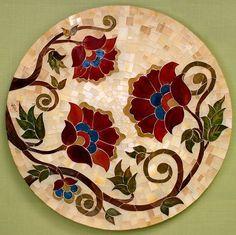 Mosaico em vidro colorido sobre MDF. Pode ser utilizado com quadro ou tampo de mesa (não acompanha pé de mesa) Ideal para uso em ambientes internos.
