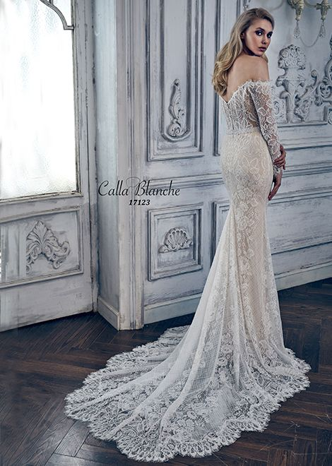 Another look at 17123….because it is STUNNING.  Call us at 941-925-5888 to schedule your appointment to find your PERFECT wedding dress