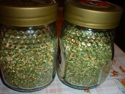 Recept: Domácí vegeta bez soli  1 kg mrkve 1 kg celeru 1 kg petržele 1/2 kg…