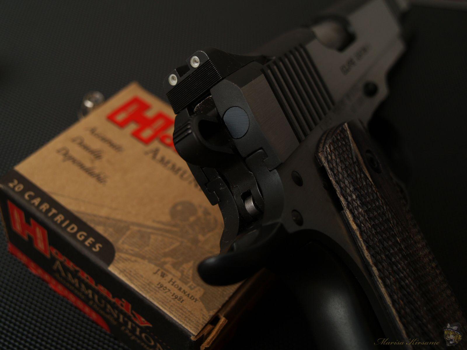 guns weapons ammunition M1911  / 1600x1200 Wallpaper