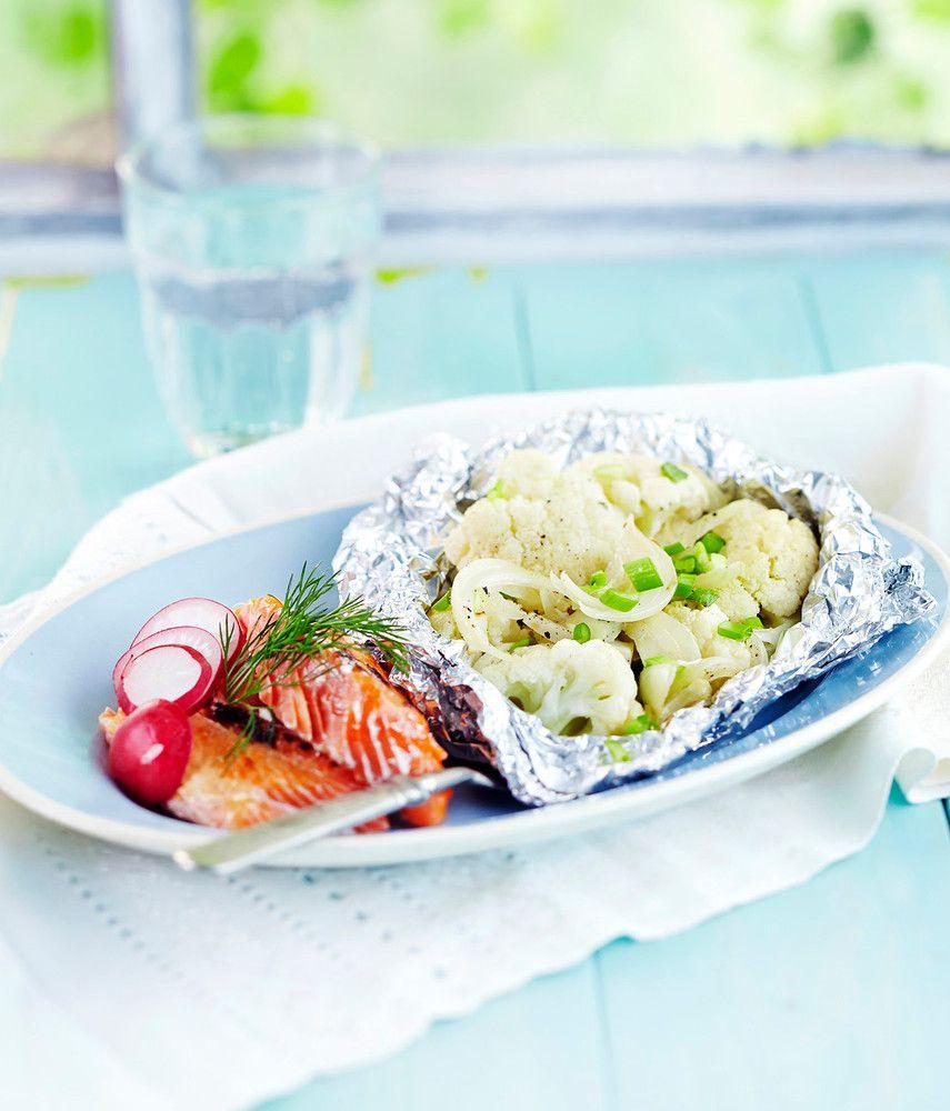 Voit valmistaa kasvisnyytit etukäteen grillaamista vaille valmiiksi. Lempeä kukkakaali pehmentää sinihomejuuston maun. | K-Ruoka