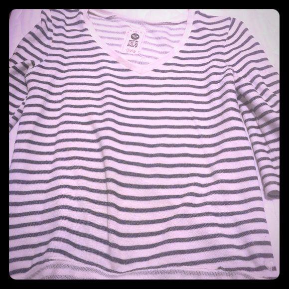 Roxy shirt Junior women's shirt, in good condition. Elbow length sleeves. Extra comfy! Roxy Tops Sweatshirts & Hoodies