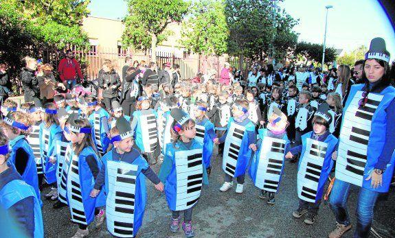 00239ad8a Disfraz escolar música. Disfraz teclado musical. Disfraz infantil ...