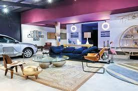 Garagem integrada com sala e cozinha