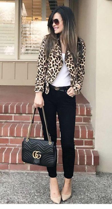 99 wunderbare Winter Outfits Ideen mit schwarzen Hosen zu kopieren   – Women Fashion