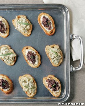 These crostini can be stored up to one day in an airtight container at room temperature.