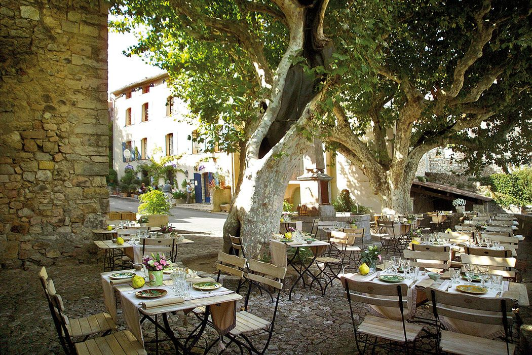 Manger sous les platanes à Seillans ~ We loved dining outside in Provence...heaven!