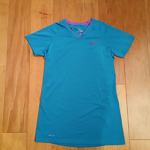 Nike pro combat top sz m Excellent condition! Fitted. Nike Tops Tees - Short Sleeve