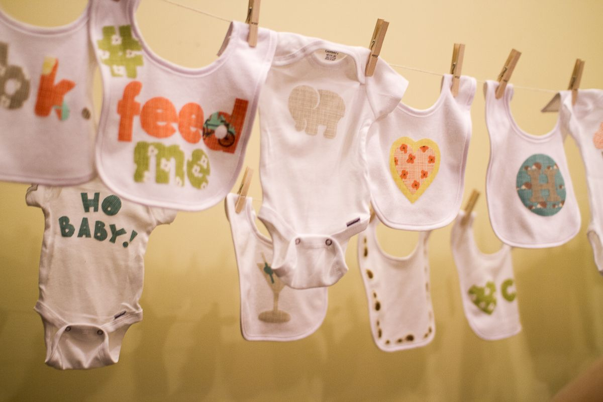 Great Setting Up Onesie Decorating At A Baby Shower | Pepperknit