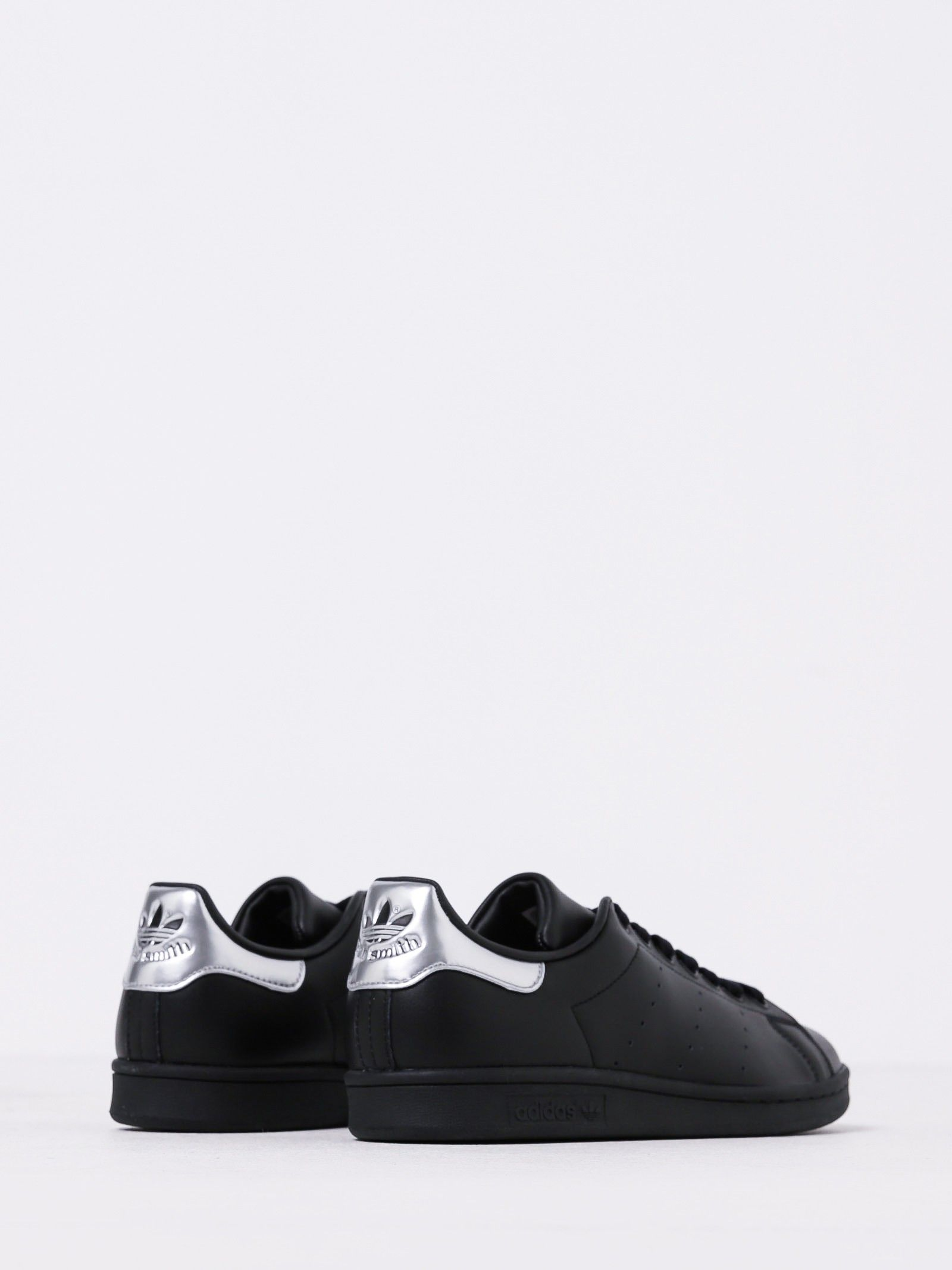 Femme  Stan Smith Sneakers in Noir & Silver Leather | Chaussures