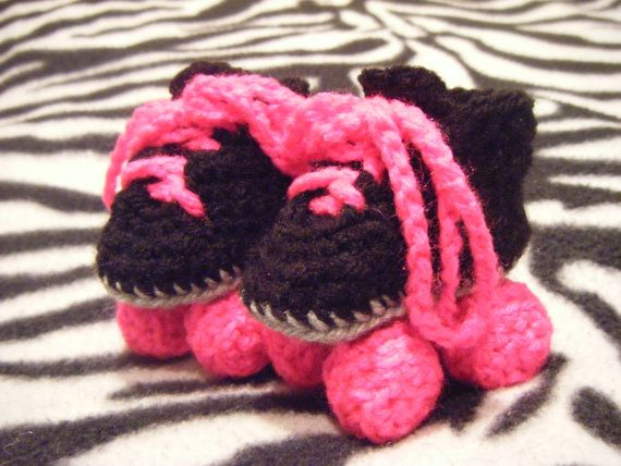 Roller babyzimmer ~ Crochet baby roller skates i have got to create a pattern for