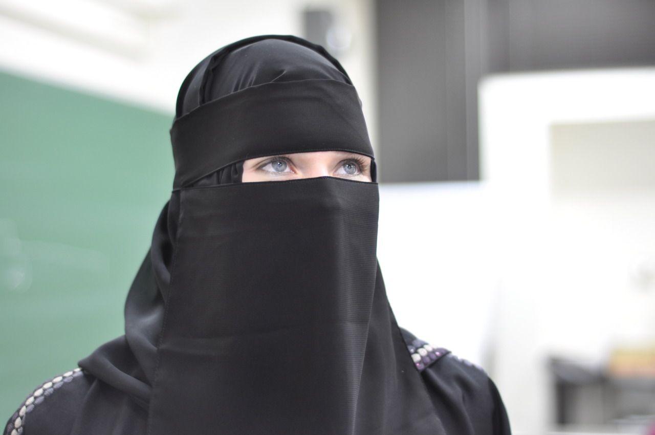Blue Eyed Niqabi Muslim Women Beautiful Hijab