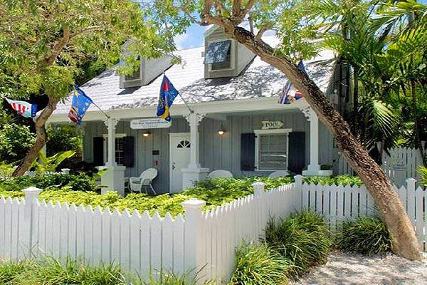 key on walk street the beach b crescent friendly siestakey keys pet rentals siesta cottages width cottage height bedrooms house to pool florida