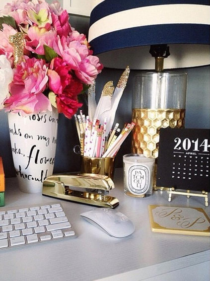 Wall Colour Inspiration: Gorgeous Desk Decor With Gold, Pink And Navy!
