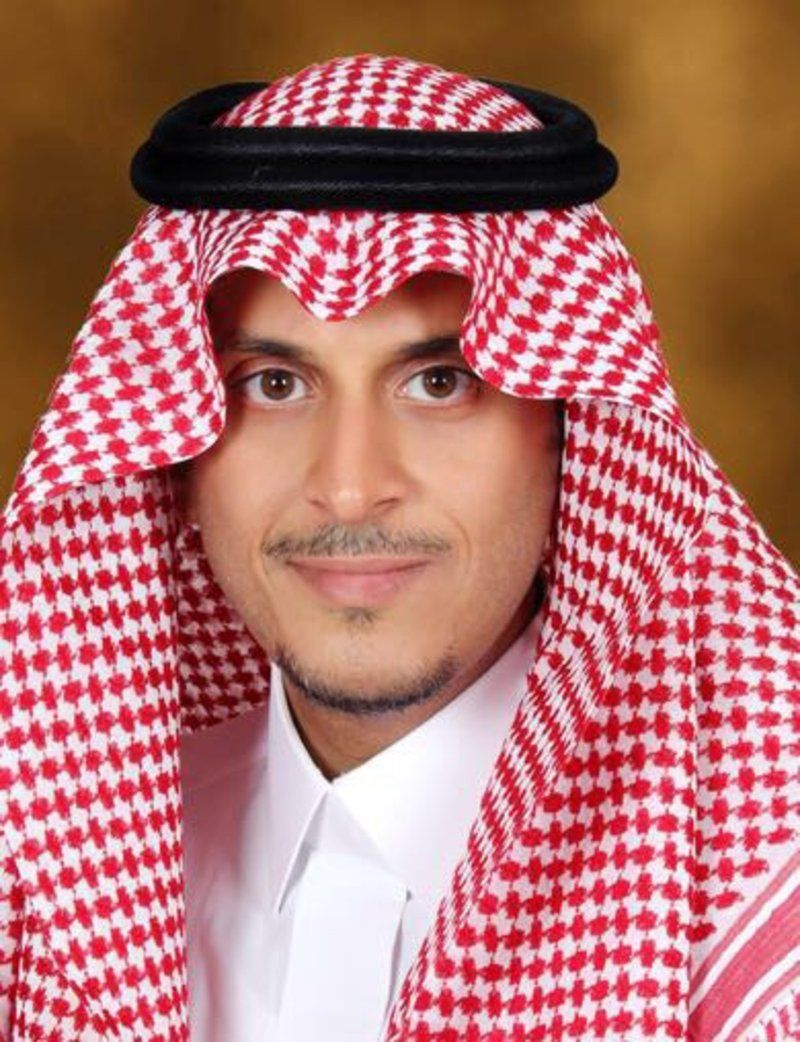 العنزي وبجواره الدكتور أحمد العرفج