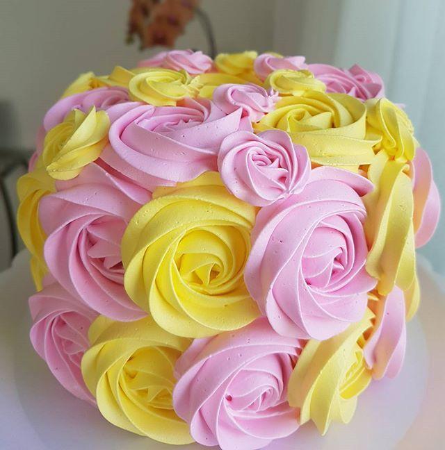 Bom dia!  #wiltoncakes #cakes #festejarcomamor #gordices #gordicesdamah #instafood #smashthecake #cakedecorating #cakedreams