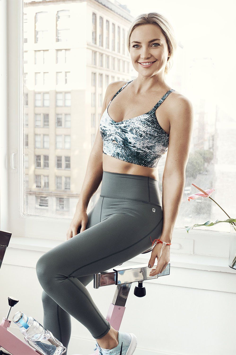 54a58becbdb0 Kate Hudson in the Fabletics Veda Outfit