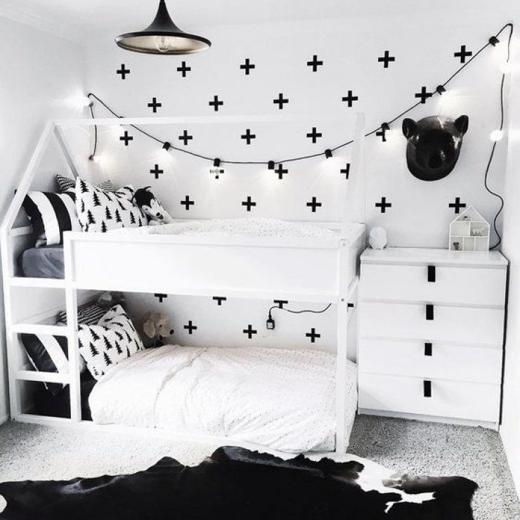 kura bett von ikea f r ein geteiltes kinderzimmer schwarz wei f r zwei kinder geteiltes. Black Bedroom Furniture Sets. Home Design Ideas