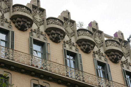 Otro perspectiva de la casa Calvet de Gaudí