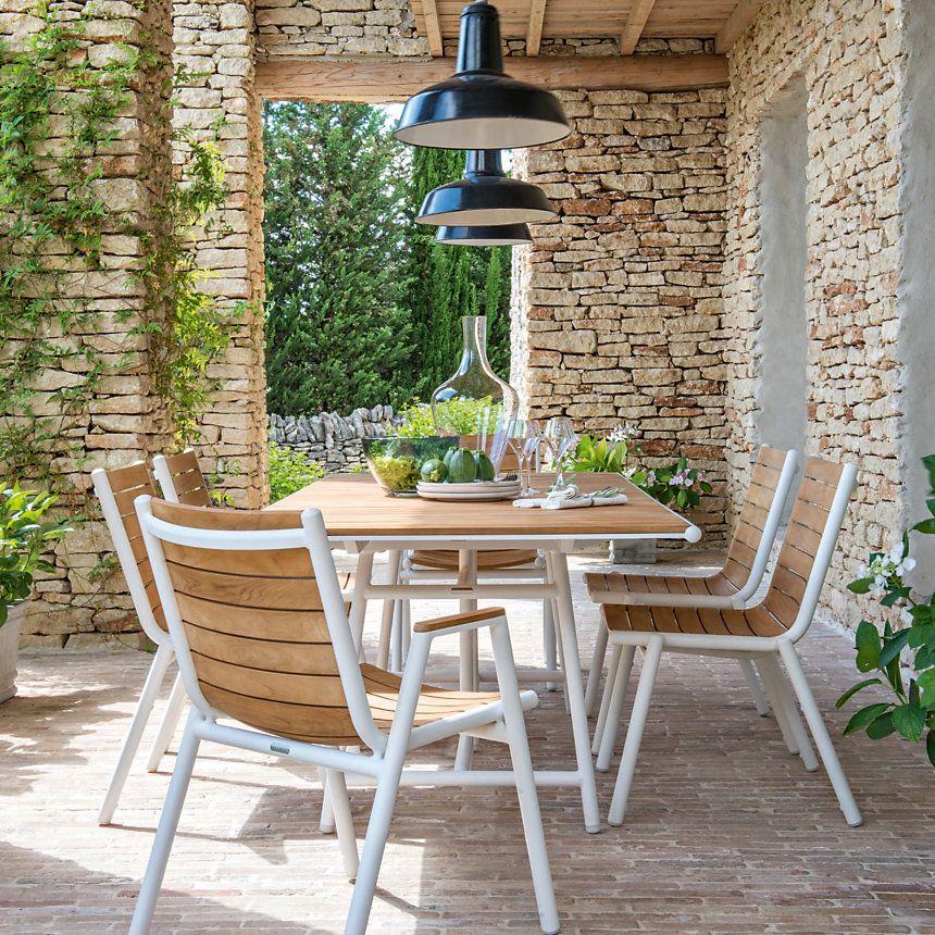 Melange Teck Aluminium Pour Une Table D Une Grande Elegance Ideale Pour Accueillir Jusqu A 10 Convives Mobilier Jardin Decoration Exterieur Vie En Plein Air