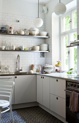 kitchen.... - snygg lampa :)