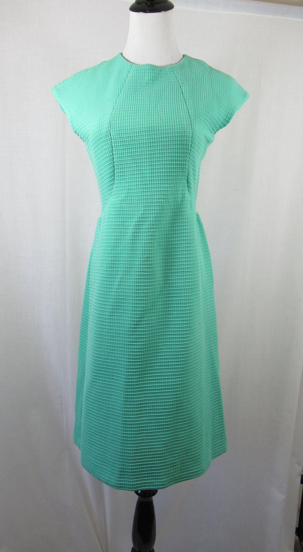 Vintage 60s Cap Sleeve Green Shift Dress Etsy Green Shift Dress Shift Dress Dresses [ 3000 x 1648 Pixel ]