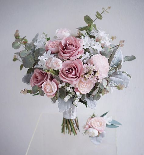 "Lemongrass Wedding on Instagram: ""新到花材 pure white lilac 🌿 麝香花…"