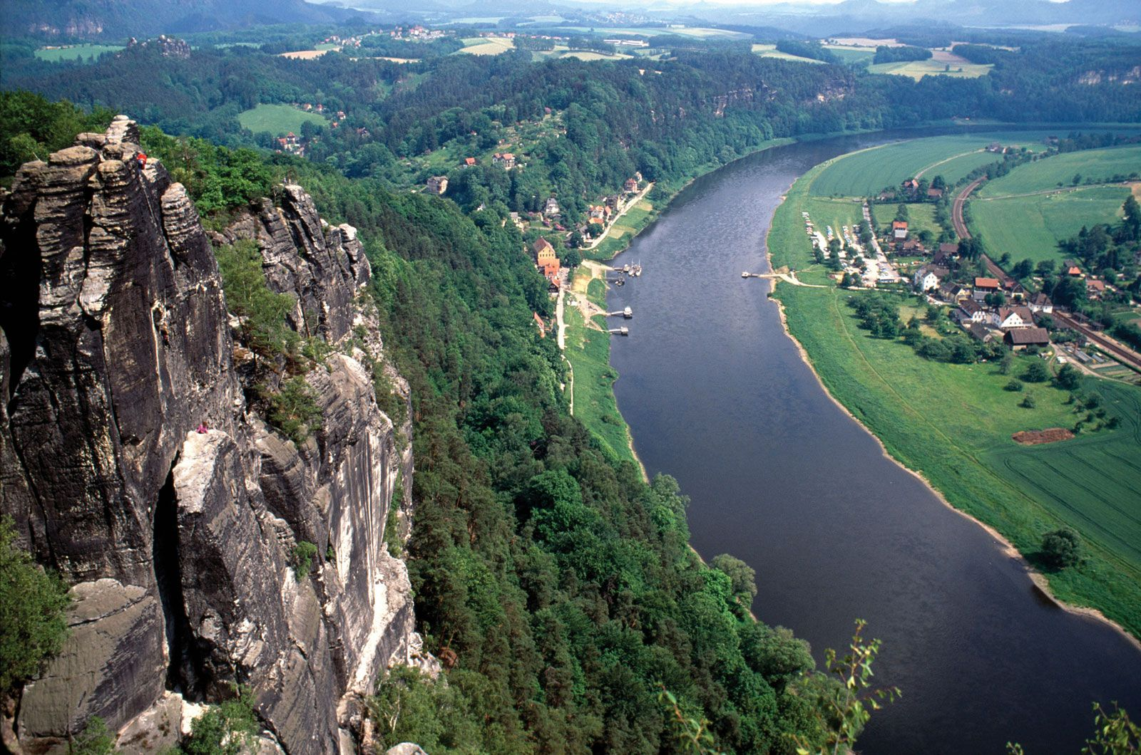 Elbe River In Germany Reasons We Love The Elbe River Cruise - Rivers in germany