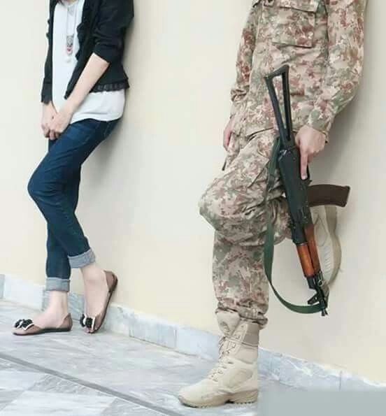 Pakistan Meri Jaan Army Pics Pak Army Soldiers Army Couple Pictures