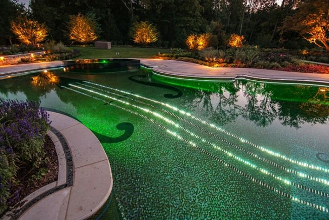 construire sa piscine éclairé en vert Outdoor Pinterest - fabriquer sa piscine en bois