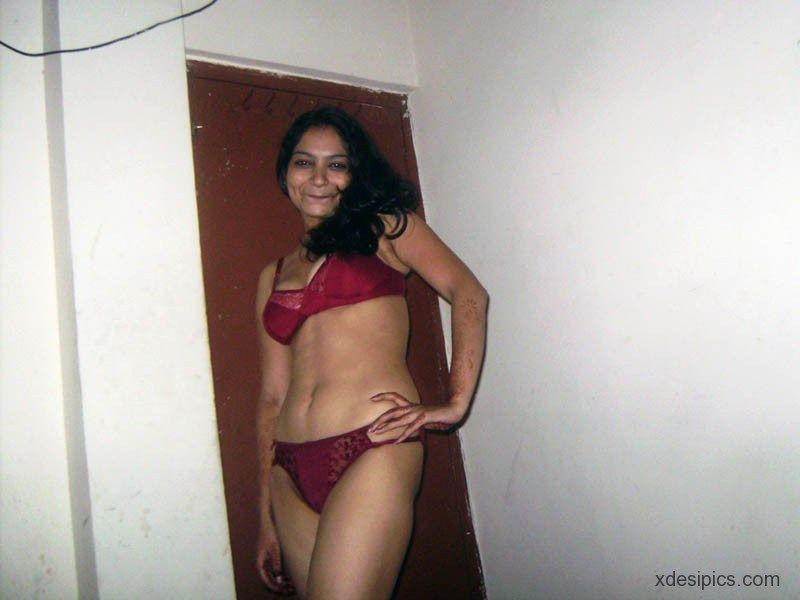 indian nude wife in saree
