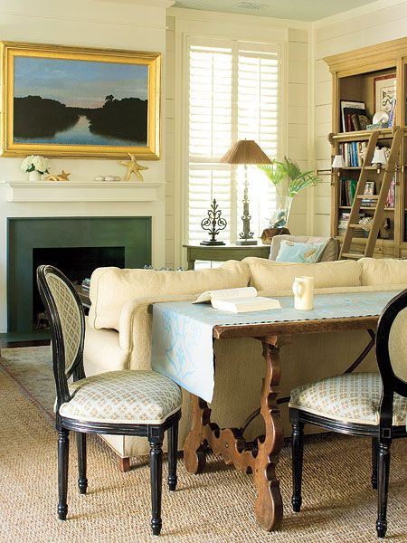 Wall Paint Elmira White by Benjamin Moore; Ceiling Paint Palladian