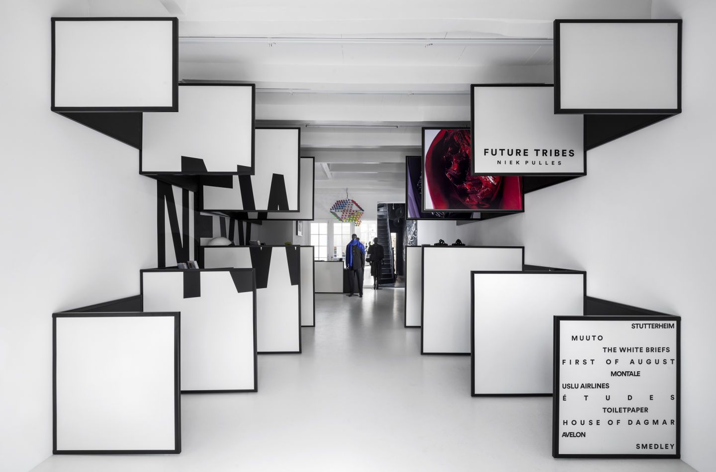 Having successfully opened a temporary store earlier this year, Frame Magazine decided to continue at a new location. i29 interior architects where asked again to design their retail environment. At Felix Meritis, the monumental 'Zuilenzaal' wastransf...