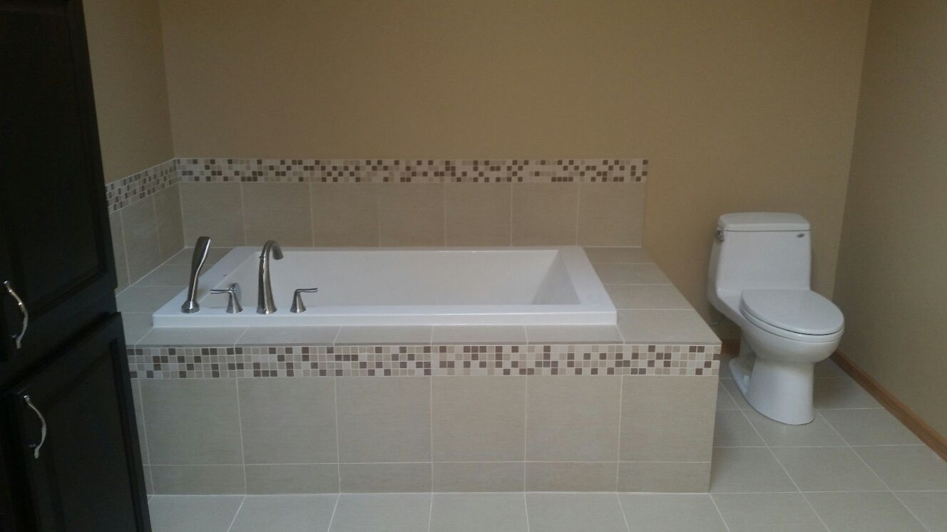 Soak in your tub and enjoy the built in deck. Place your wine glass or candles while you escape reality!