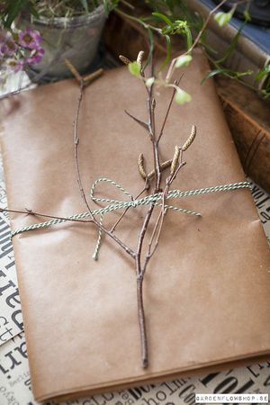 Gift wrap with forced branch
