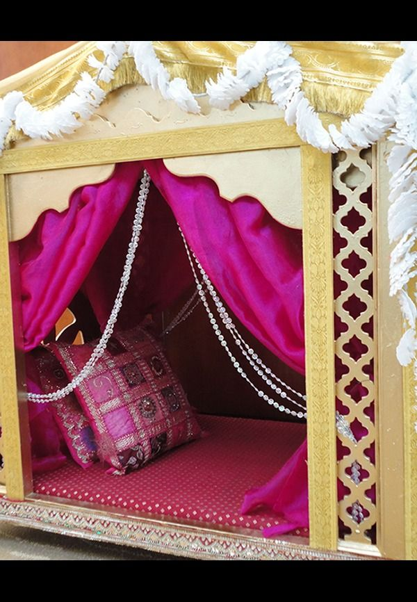 Doli entry of bride in indian wedding is nowadays made a fast comeback. It involves brothers of the bride shouldering a Doli. . . . . #doli #wedding #bride #weddingplanner #flowerdecoration #curtaindecoration #brotherofbride #venuelook #decoration
