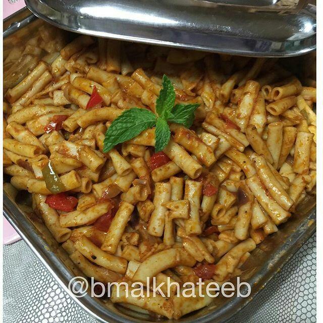 معكرونة نباتية الطريقة معروفة نسلق المعكرونة ونحضر الصوص بصل ثوم يحمس نضيف معجون طماط وفلفل حار مقطع وحبة طم Vegetarian Spaghetti Recipes Dinner Recipes