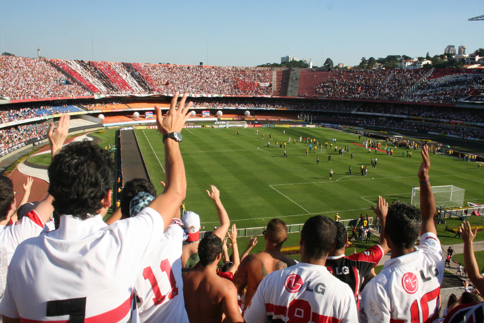 SPFC has some crazy fans! #9inesports #SPFC