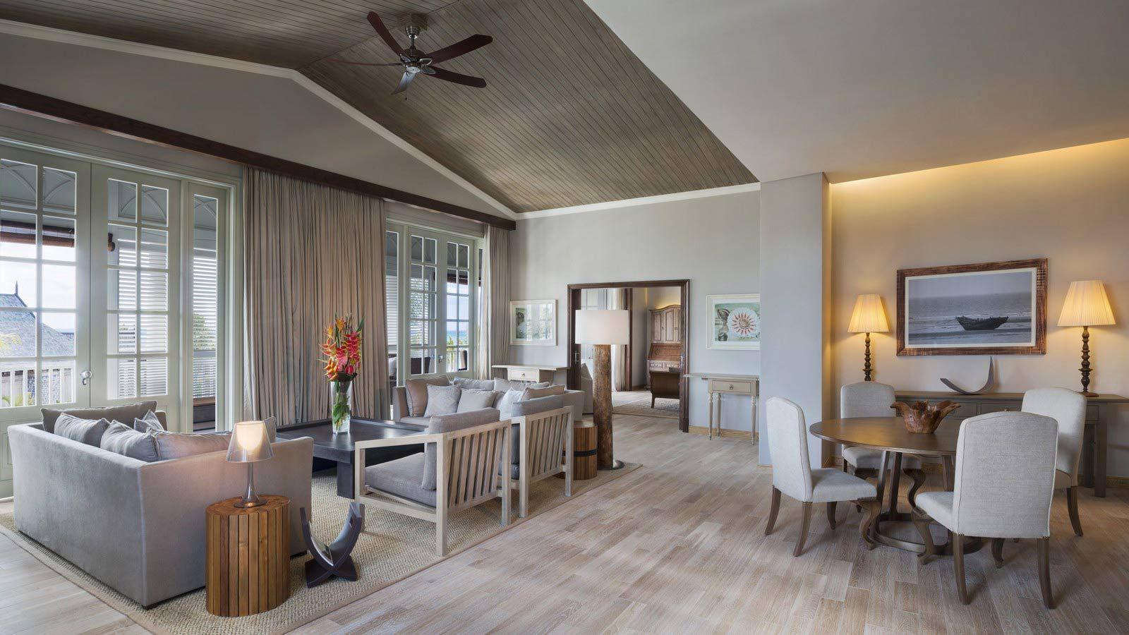 Wood ceiling Home living room, Luxury