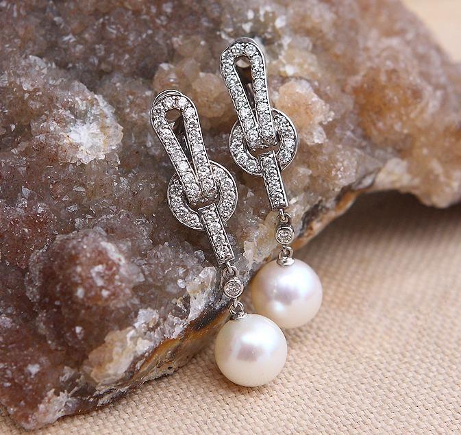 cabac73c984e Шикарные серьги с бриллиантами 0,95 карат и натуральным жемчугом. белое золото  585 пробы