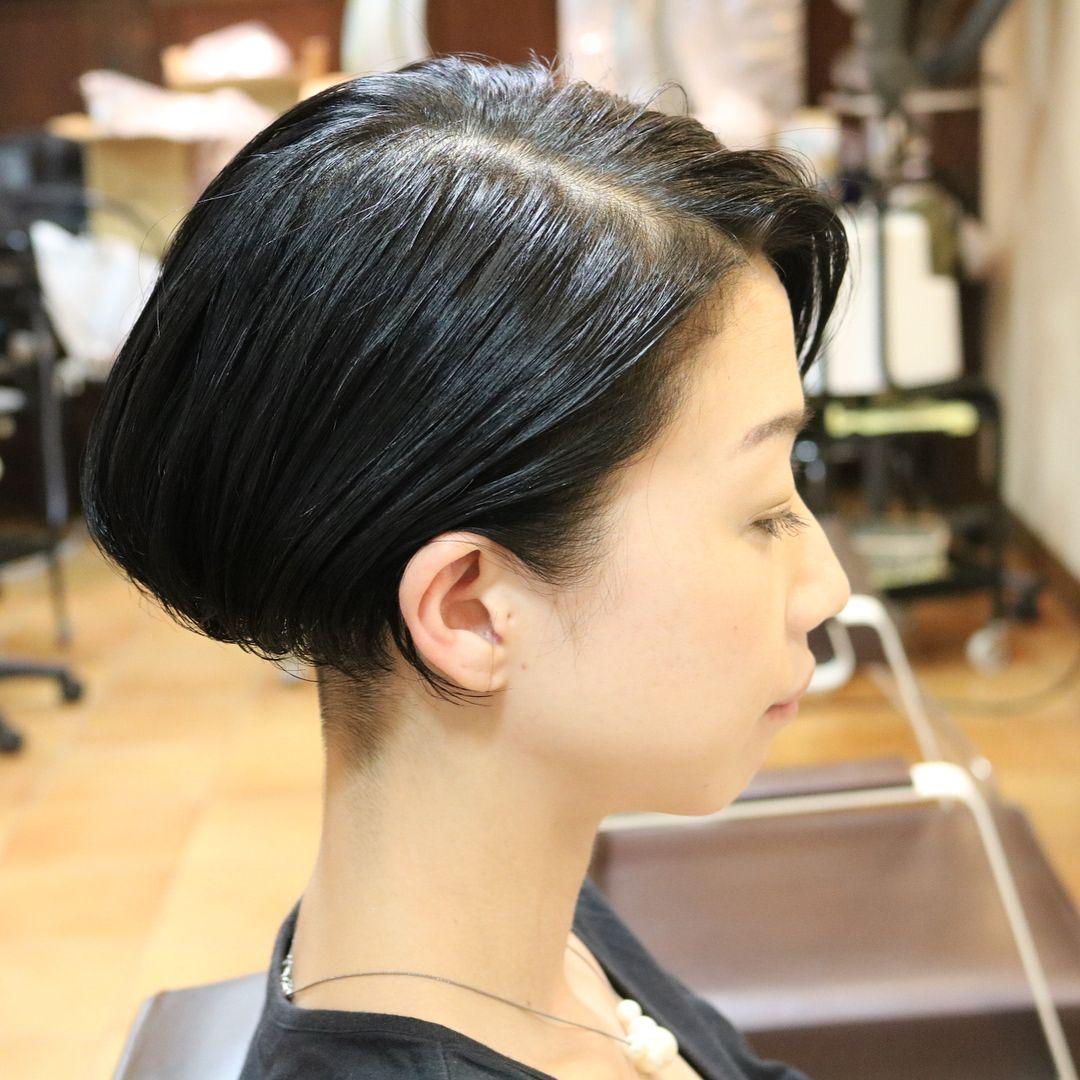 刈り上げマッシュボブ カラーは黒髪にして ウェットスタイリングで