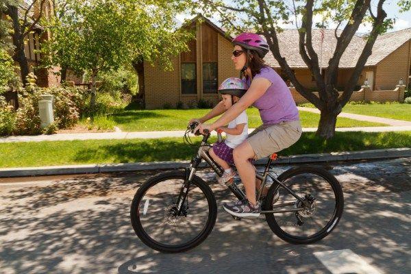 Tyke Toter Child Bike Seat Review Cool Biking Kids Child Bike Seat Kids Bicycle Kids Bike