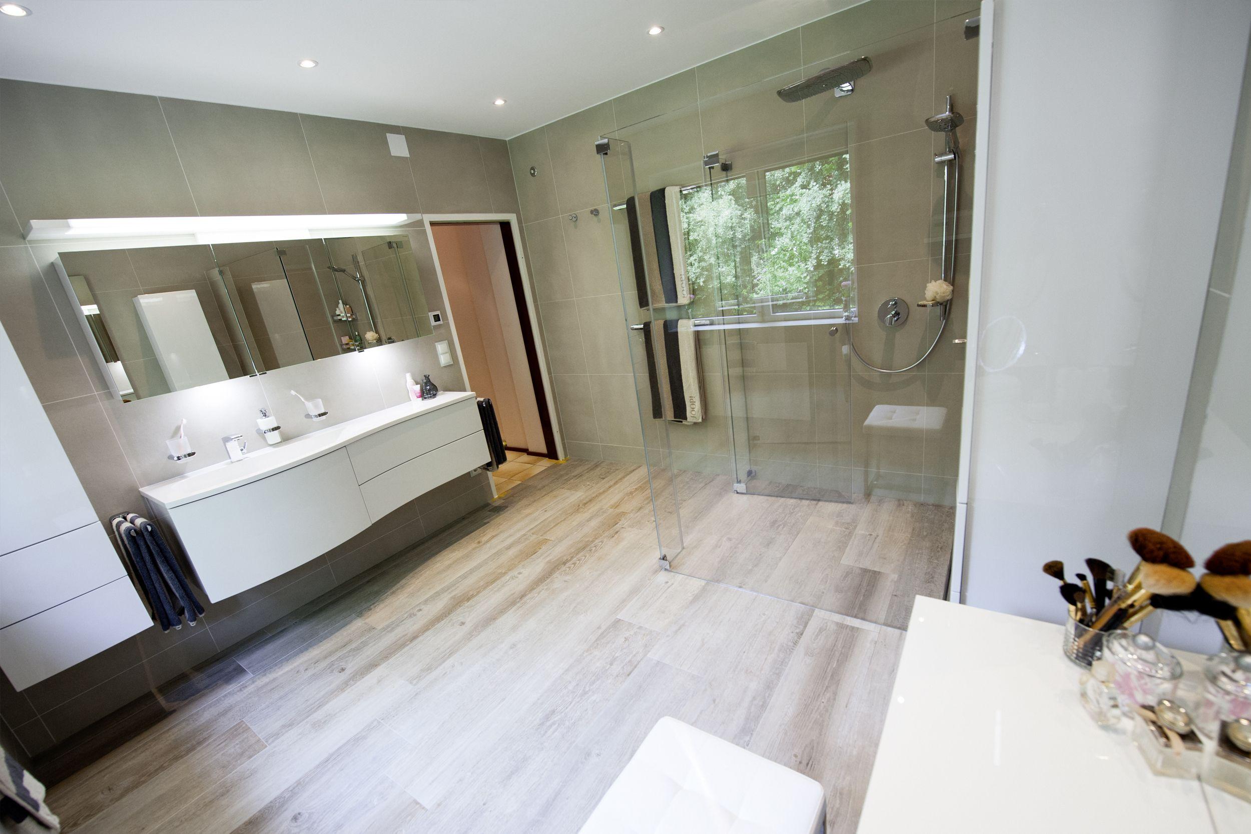 Frei Begehbare Dusche Mit Bodenebenem Einstieg Integrierter