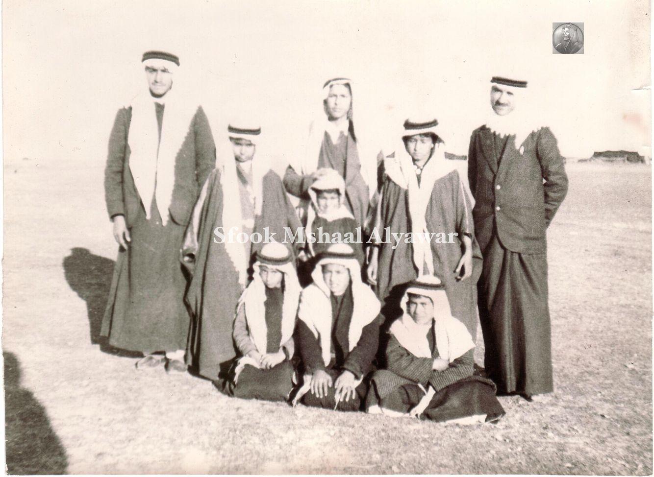 ابناء الشيخ عجيل الياور مع معلمين مدرسة شمر عجيل في البادية العراقية ١٩٣٥م Baghdad Iraq Baghdad Iraq