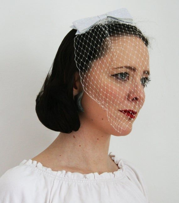 Glittery White bow with veil - Bridesmaid hair accessory - Rock and roll bride veil - Gliter bow hair accessory  - Alternative Bridal Veil #rockandrolloutfits