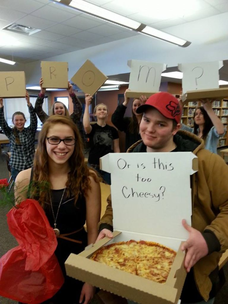 Now this is how to ask a girl to prom! Well done Patrick, well done!:)