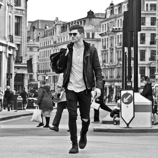 """Online casting - street style ! Here is my shot @idle and @onlyandsons_official ! Walking cross Oxford Circus and photo credit to my mate @thomasknights…"""